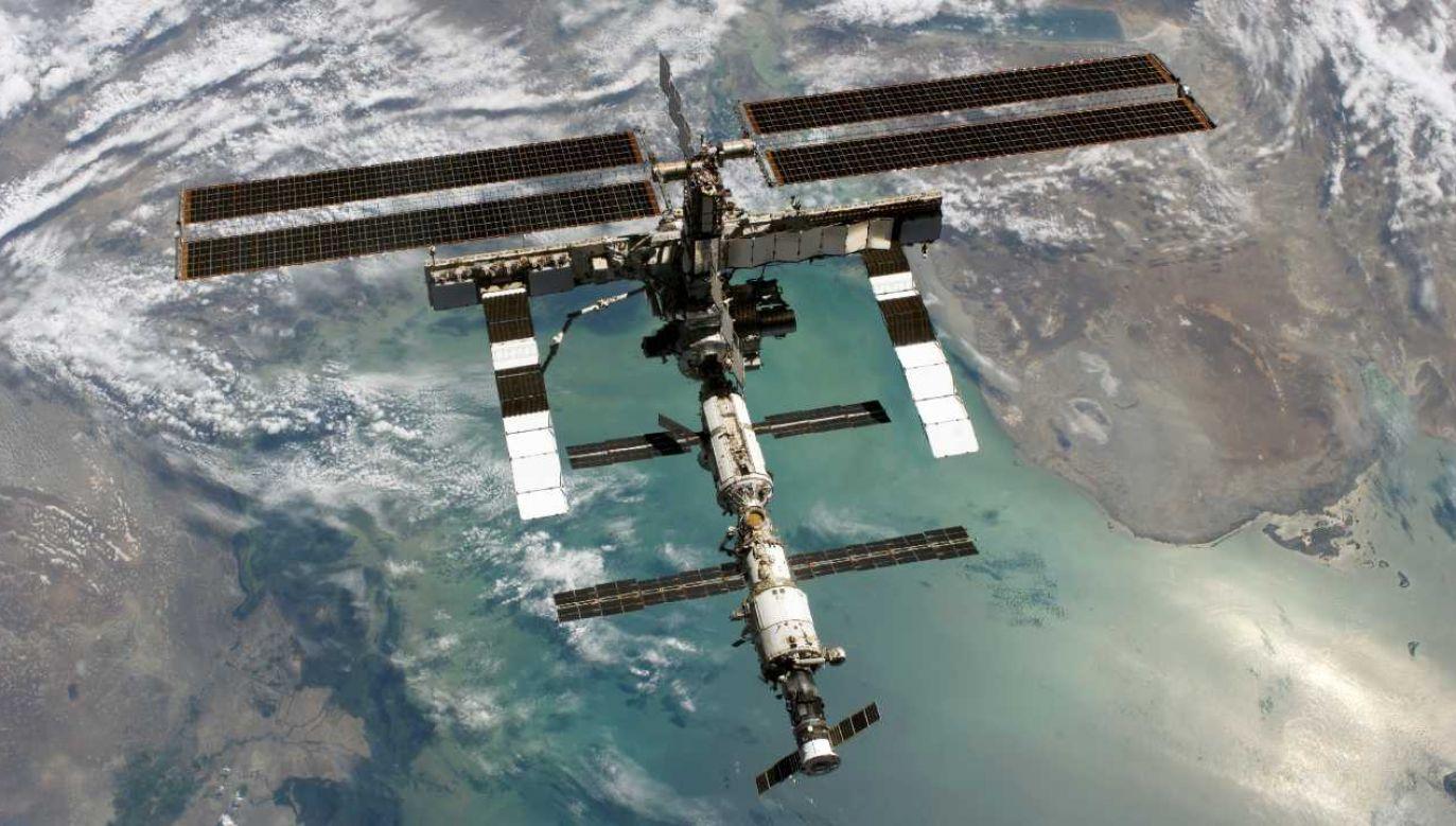 Obecnie na pokładzie ISS znajduje się dwóch Rosjan oraz Amerykanin (fot. NASA)