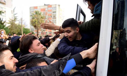 Na granicę część imigrantów dotarła autobusami ze Stambułu. Fot. REUTERS/Yagiz Karahan