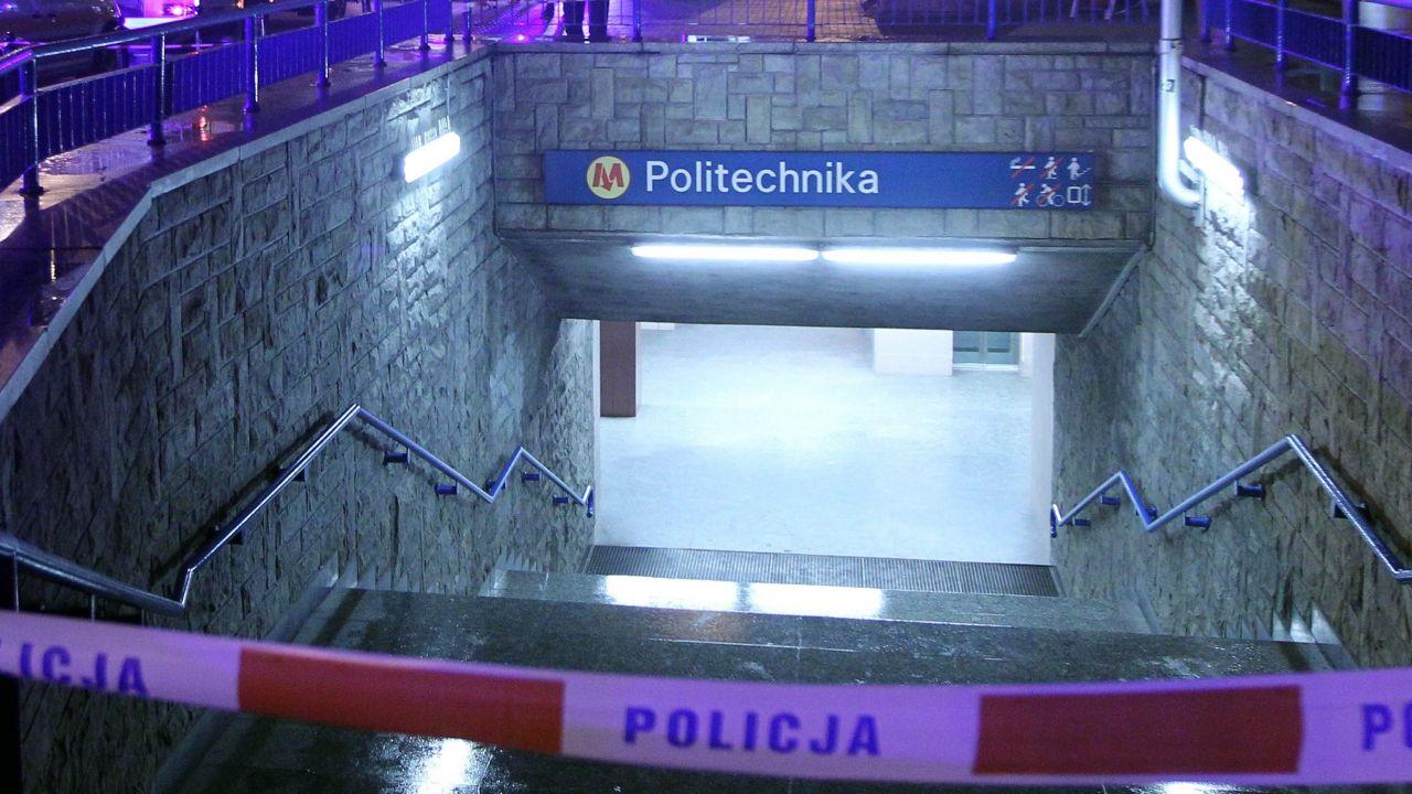 Z powodu podejrzenia zakażenia koronawirusem u mężczyzny, który przebywał na stacji metra Politechnika, stacja została zamknięta do dezynfekcji (zdjęcie ilustracyjne) (fot. arch. PAP / Radek Pietruszka)