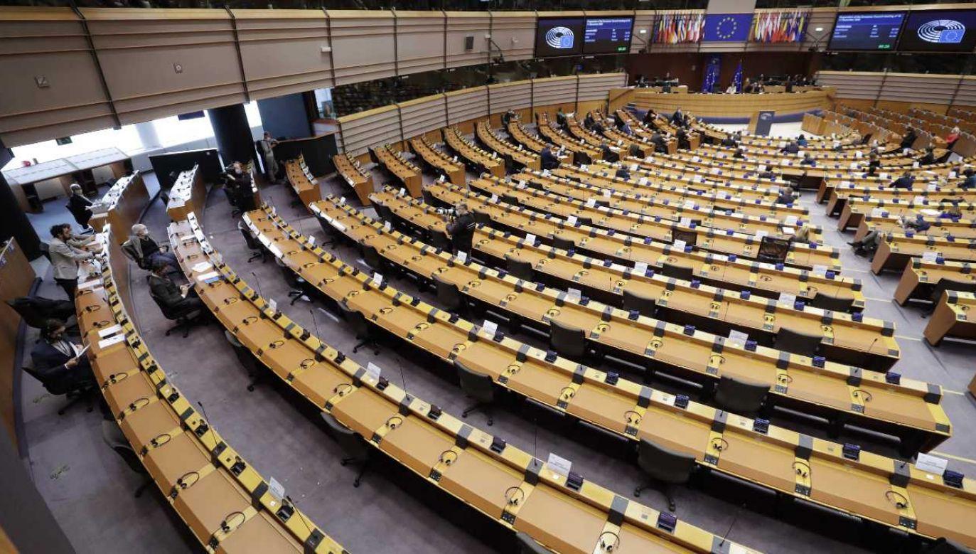 Bruksela krytykuje reformę wymiaru sprawiedliwości w Polsce fot. PAP/EPA/OLIVIER HOSLET)