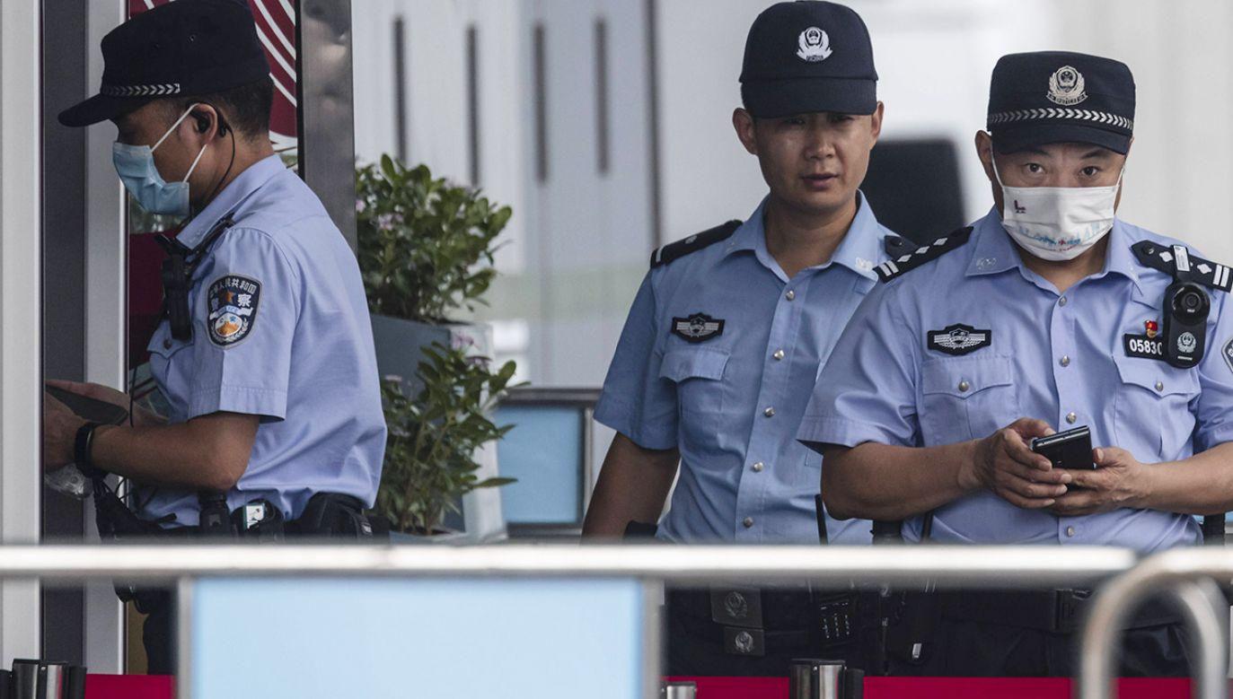 Policja wciąż poszukuje mężczyzny podejrzanego o zamordowanie siedmiu osób. (fot. PAP/EPA/ALEX PLAVEVSKI, zdjęcie ilustracyjne)