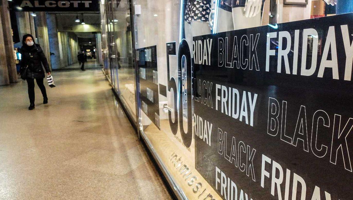W sobotę ponownie zostaną otwarte sklepy (fot. PAP/EPA/MATTEO CORNER)