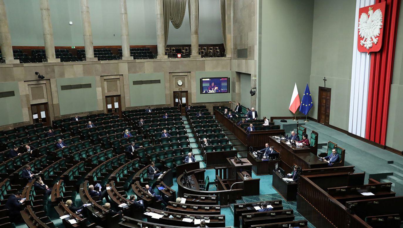 Terlecki powiedział, iż liczy na to, że Senat zachowa się odpowiedzialnie (fot. PAP/Leszek Szymański)