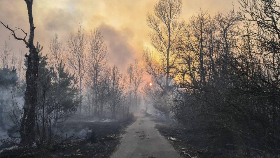 Pożar, czarnobyl, promieniowanie. Wokół czarnobylskiej elektrowni wciąż się tli. W Kijowie najgorsze powietrze na świecie wieszwiecej - tvp.info