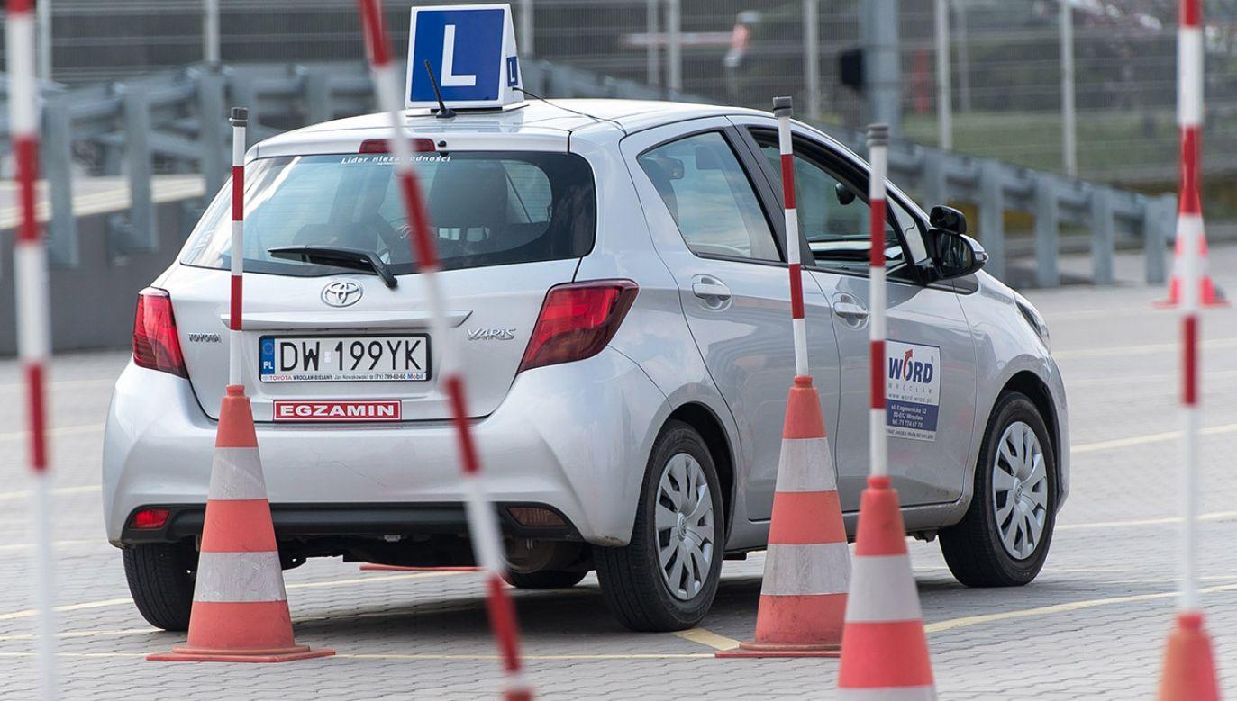 """""""Za brak prawa jazdy przy kontroli drogowej nie będzie mandatu"""" (fot. PAP/Maciej Kulczyński)"""