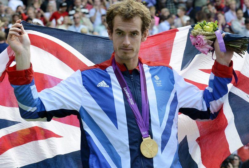 Andy Murray zrewanżował się Federerowi za niedawną porażkę w finale Wimbledonu (fot. PAP/EPA)