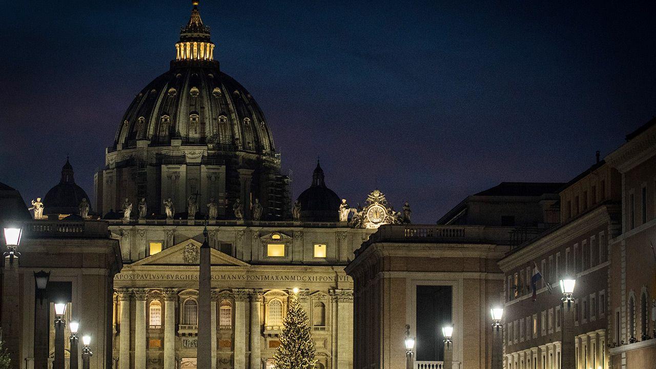 W  Watykanie brak szczepienia grozi zwolnieniem z pracy (fot.  Andrea Ronchini/NurPhoto via Getty Images)