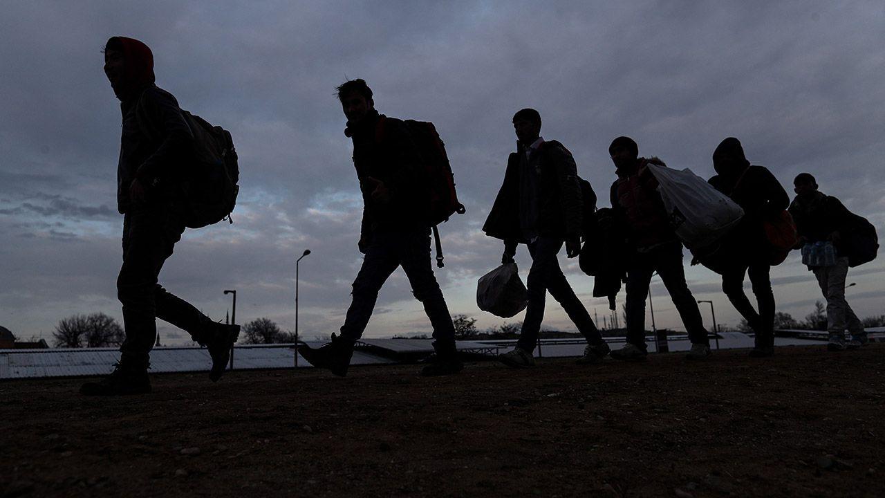 Aktualnie około 15 tys. migrantów przebywa po tureckiej stronie pasa granicznego (fot. PAP/EPA/SEDAT SUNA)