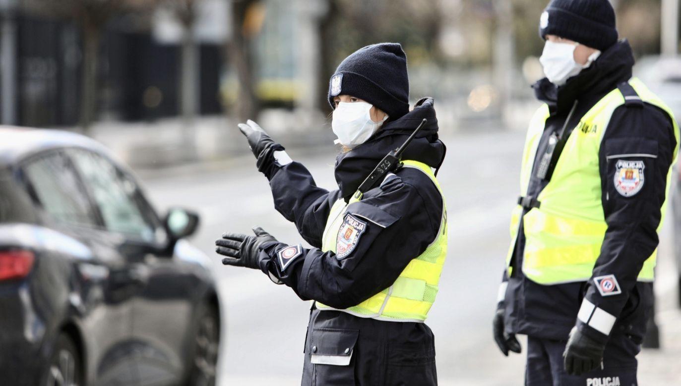 W sumie liczba stwierdzonych zakażeń koronawirusem w Polsce wynosi 2215. 32 osoby zmarły (fot. PAP/Leszek Szymański)