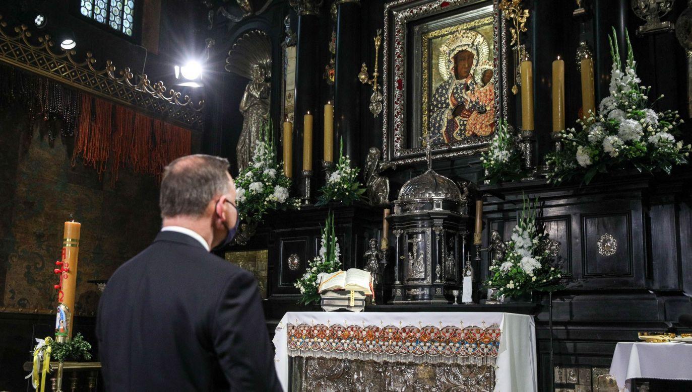 Andrzej Duda wziął udział w Mszy Świętej na Jasnej Górze (fot. Twitter/Kancelaria Prezydenta)