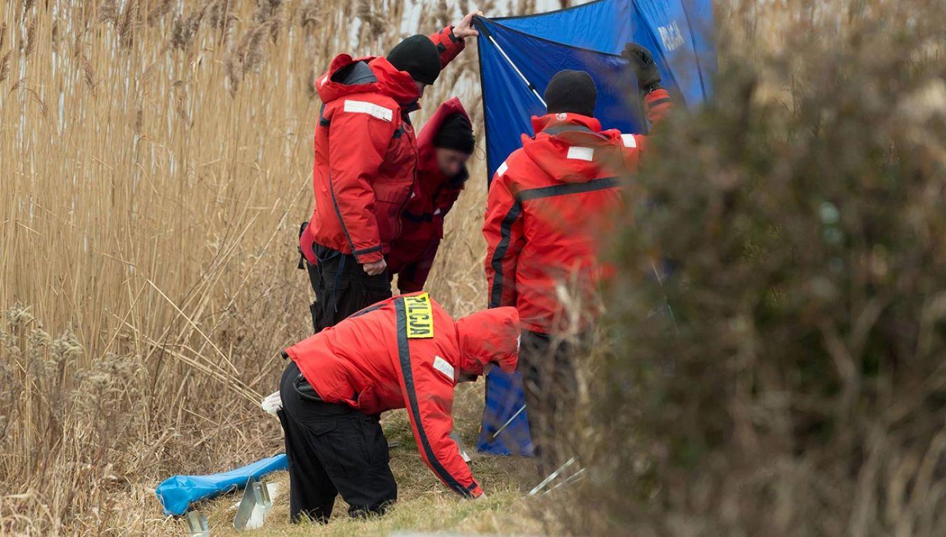 Ciało zabezpieczono do sekcji (fot. PAP/Jakub Kaczmarczyk, zdjęcie ilustracyjne)