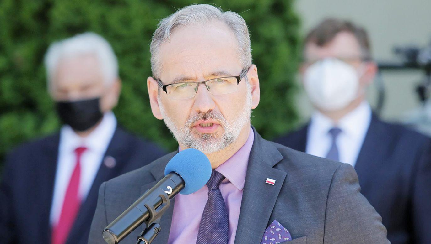 Adam Niedzielski poinformował, że liczba nowych zakażeń cały czas maleje (fot. PAP/Tomasz Waszczuk)