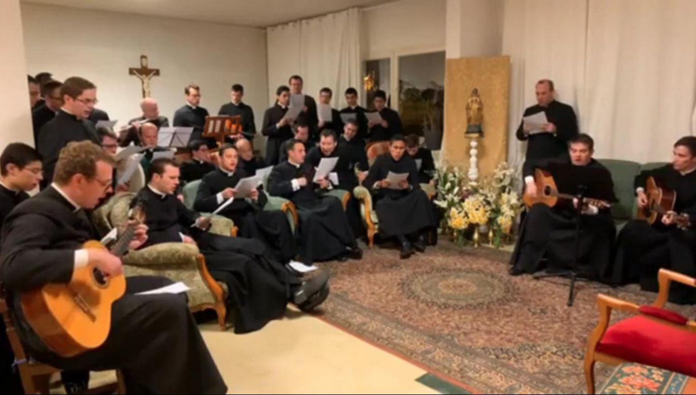 Wśród seminarzystów jest tylko kilku Polaków (fot. vimeo.com/Wiktor Janic)