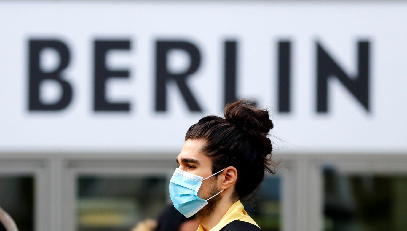 Zmarło kolejnych 426 osób. (fot. Fabrizio Bensch/Reuters)