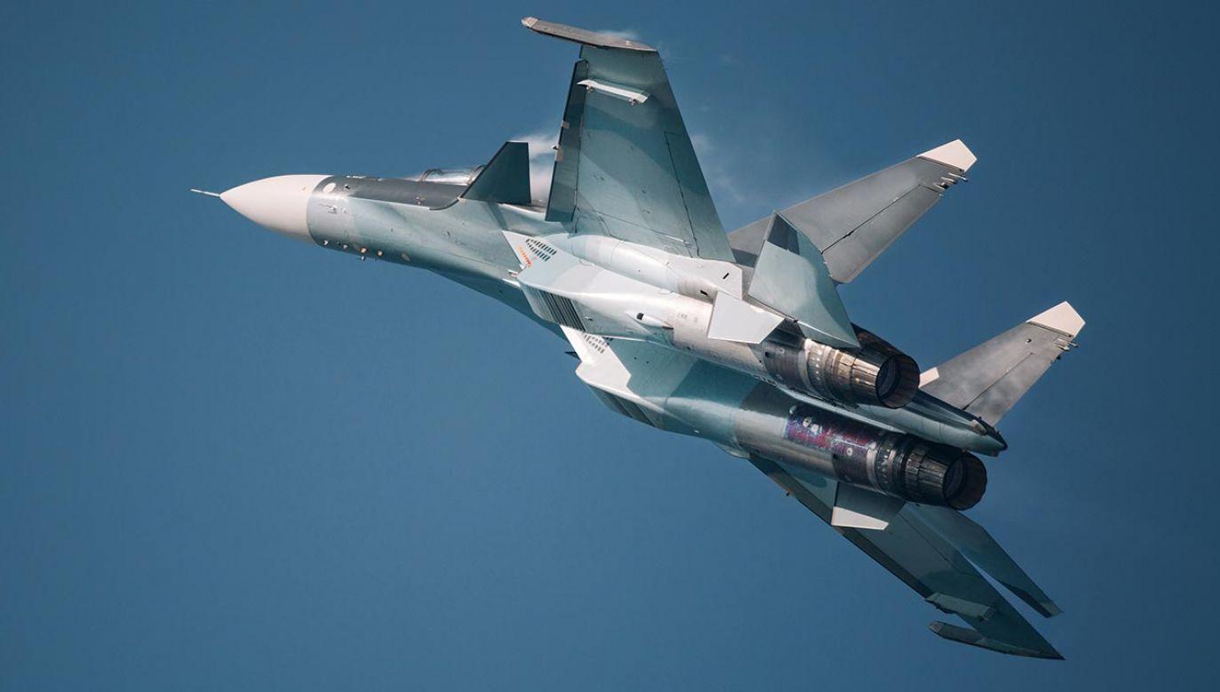 Wcześniej służba prasowa Zachodniego Okręgu Wojskowego przekazała, że samolot rozbił się w lesie (fot. TVP Info)Shutterstock/BoJack)