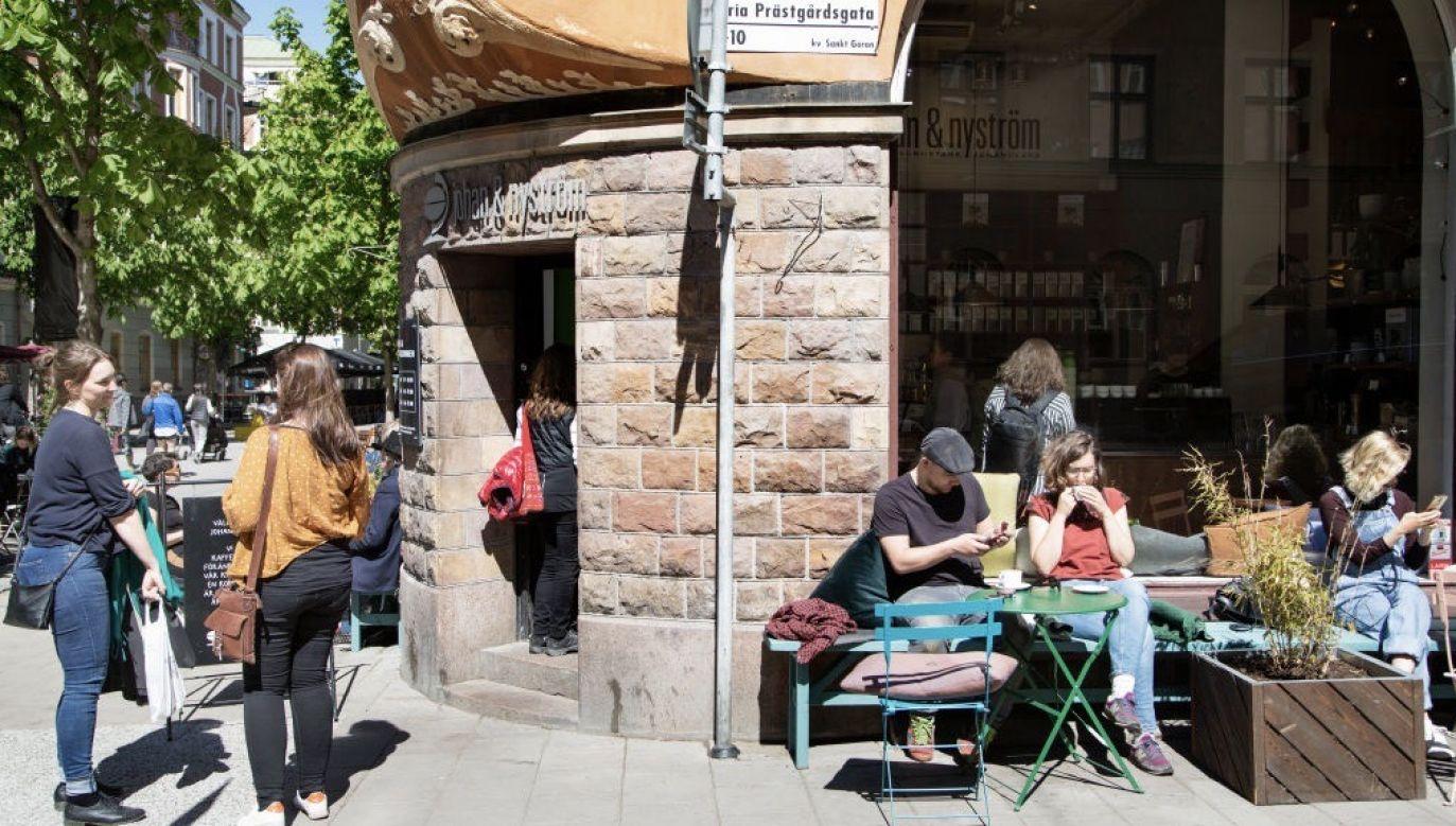 Zdaniem części Szwedów brak radykalnych obostrzeń przyczynił się do znacznego rozprzestrzeniania się infekcji  (fot. Loulou D'Aki/Bloomberg via Getty Images)