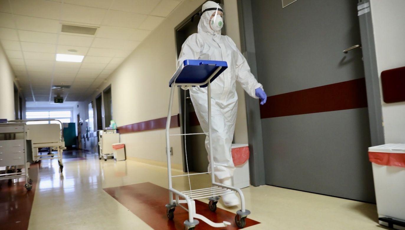 W całym kraju z powodu Covid-19 zmarło prawie 1,5 tys. pacjentów (fot. PAP/Leszek Szymański)