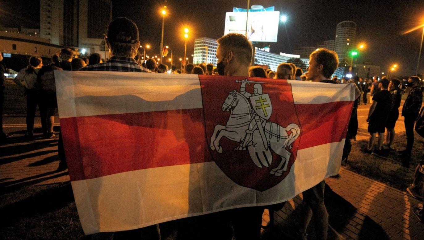 Mieszkańcy Mińska uczestniczą w akcjach protestacyjnych od momentu zamknięcia lokali wyborczych po wyborach prezydenckich na Białorusi (fot. PAP/Anna Ivanova)