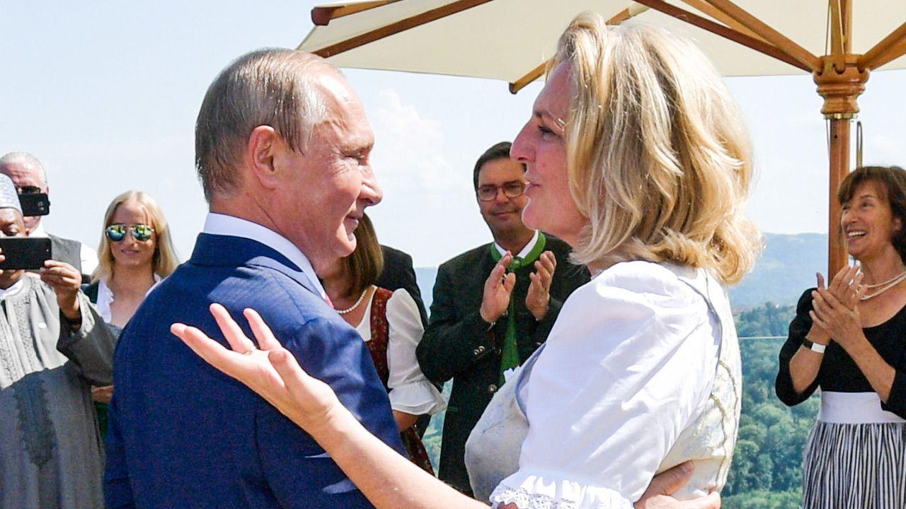 Władimir Putin i  Karin Kneissl (fot. Alexei Druzhinin\TASS via Getty Images)