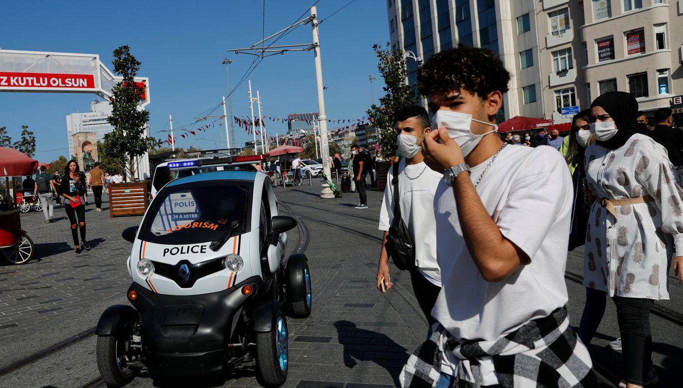 Łączna oficjalna liczba ofiar śmiertelnych pandemii koronawirusa w Turcji wyniosła w środę 8195 osób (fot. Murad Sezer/Reuters)