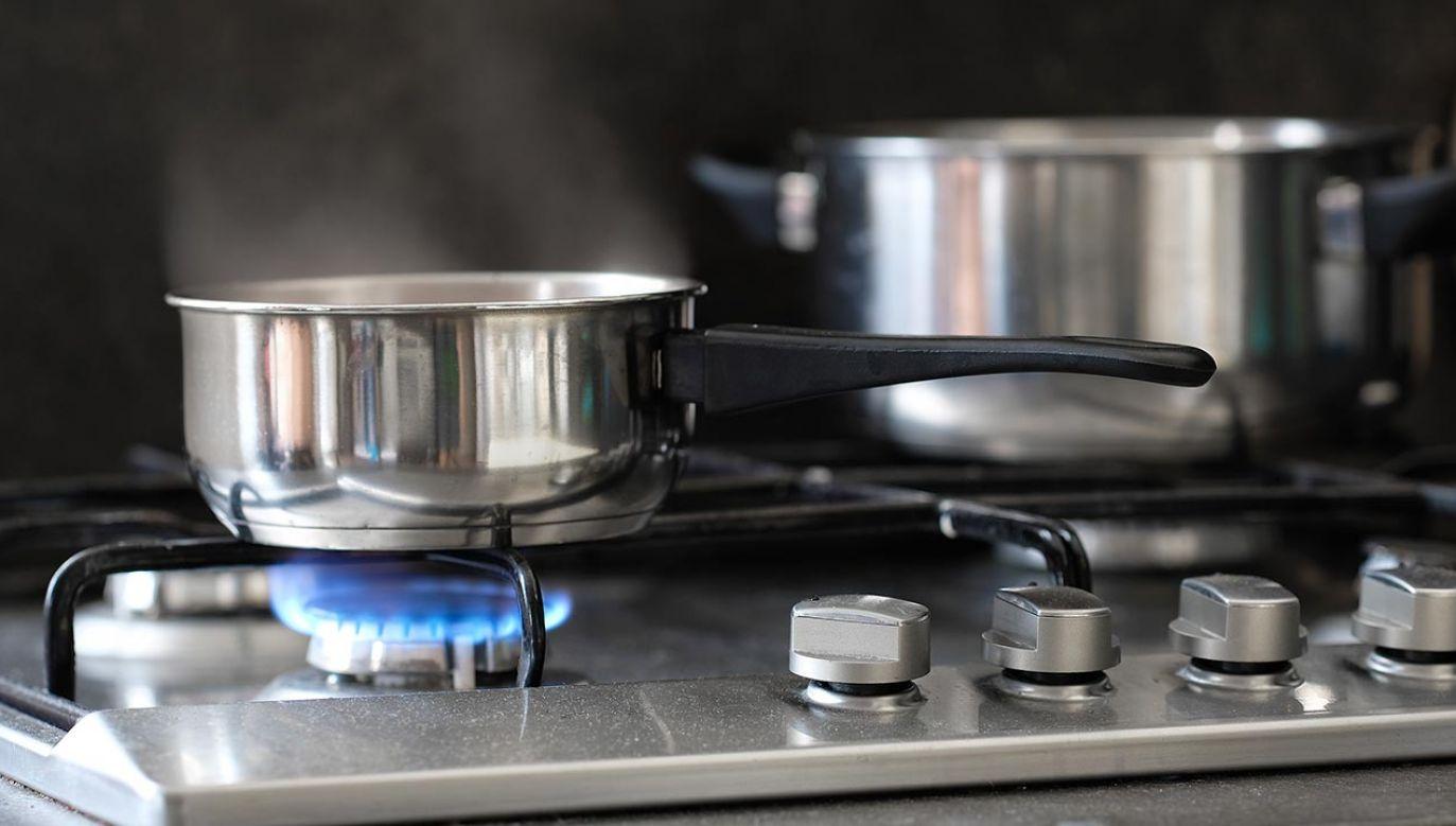 Mężczyzna zostawił włączoną kuchenkę  i wyszedł z mieszkania (fot. Shutterstock/Vereshchagin Dmitry)