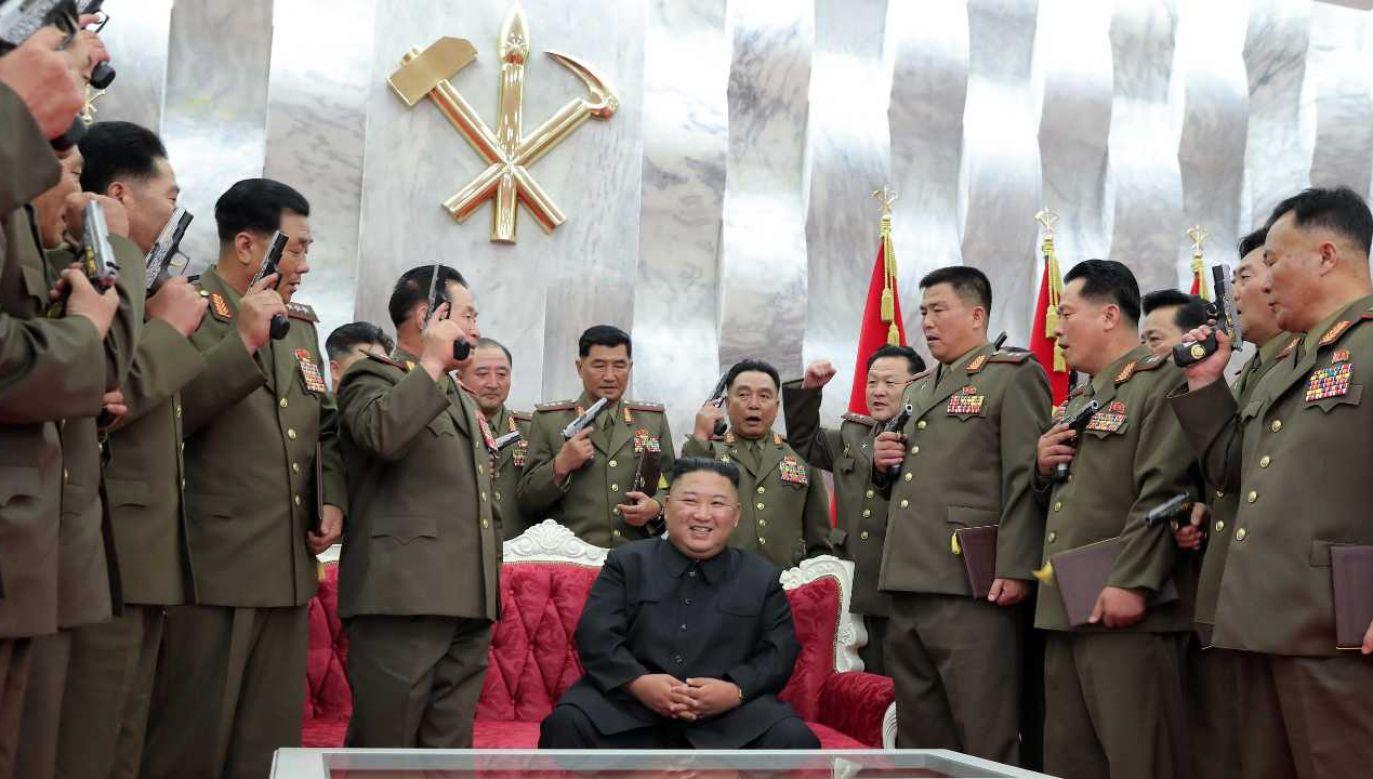 Kim Dzong Un stawia na zbrojenia (fot. PAP/EPA/KCNA)