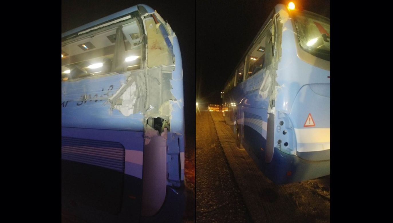 Skrzynia ładunkowa wywrotki uderzyła w tylną część autobusu (fot. Sławomir Szweda)
