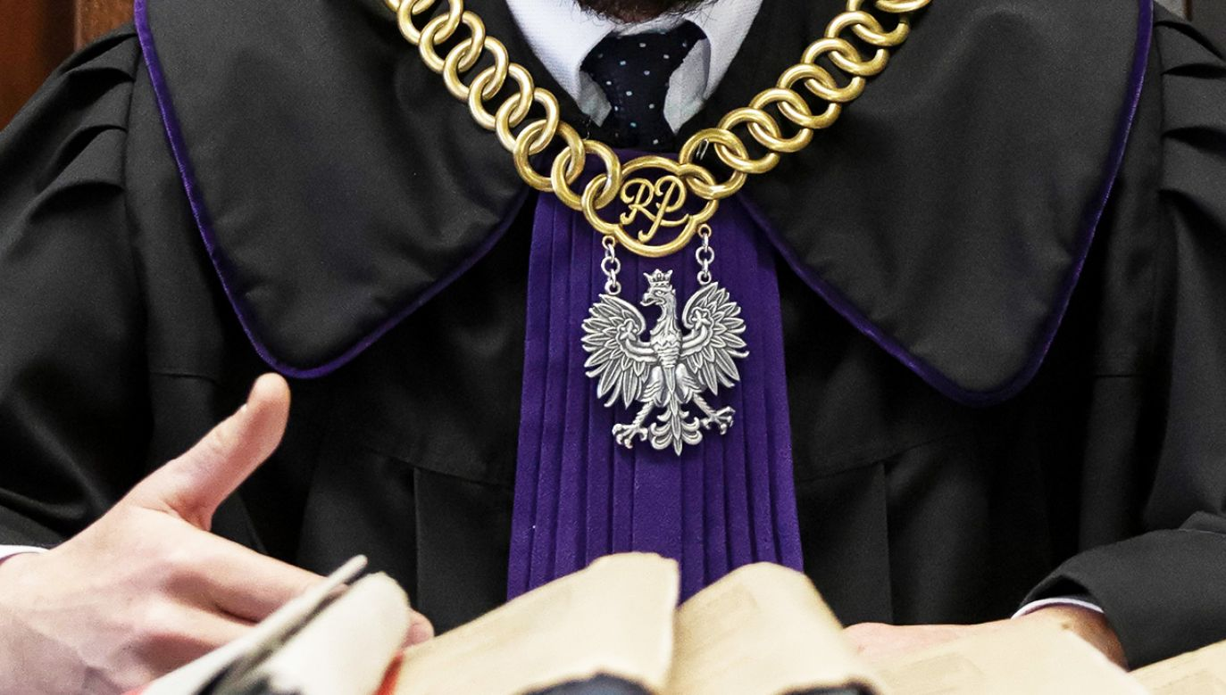 Zabezbieczenie wydano w związku z pytaniami prejudycjalnymi do TSUE  (fot. PAP/Aleksander Koźmiński)