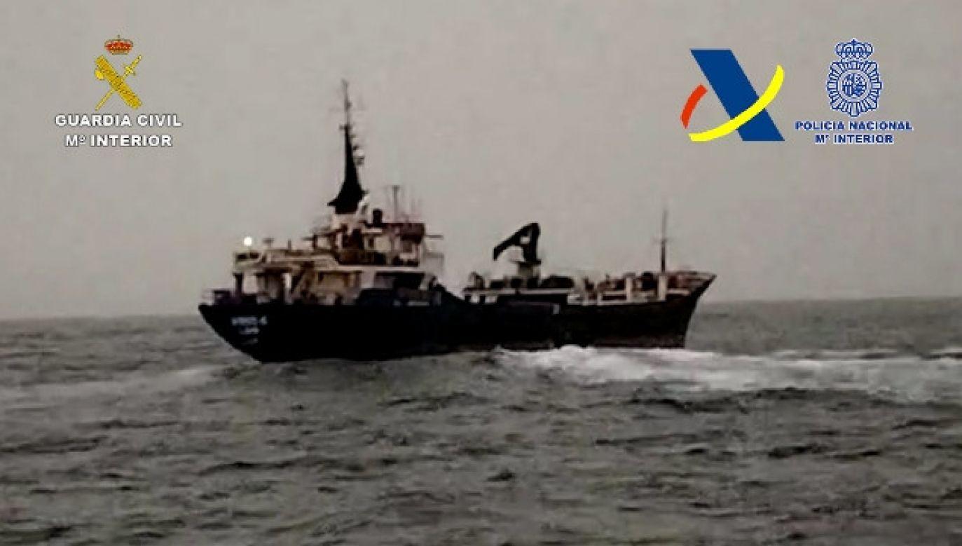 Statek z haszyszem nie zdążył się oddalić zbyt daleko od Senegalu (fot. Guardia Civil)