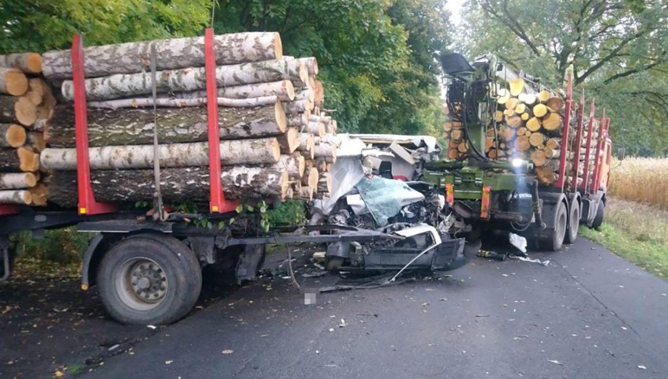 Bydgoscy policjanci wyjaśniają przyczyny i okoliczności wypadku (fot. KWP w Bydgoszczy)