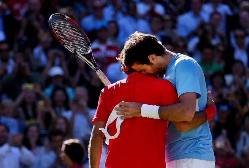 Obaj tenisiści byli wykończeni po ostatnim secie (fot. Getty)