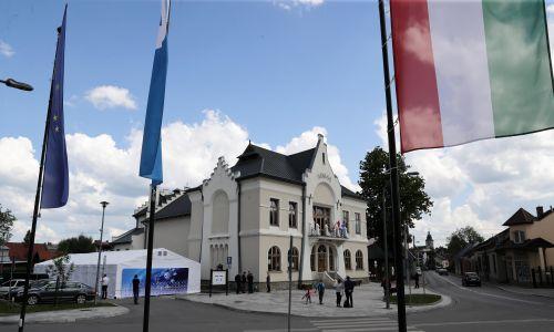 """Budynek domu kultury """"Sokół"""". W maju 2019 r. odbyła się w nim pierwsza edycja Forum Polska-Węgry. Fot. PAP/Grzegorz Momot"""