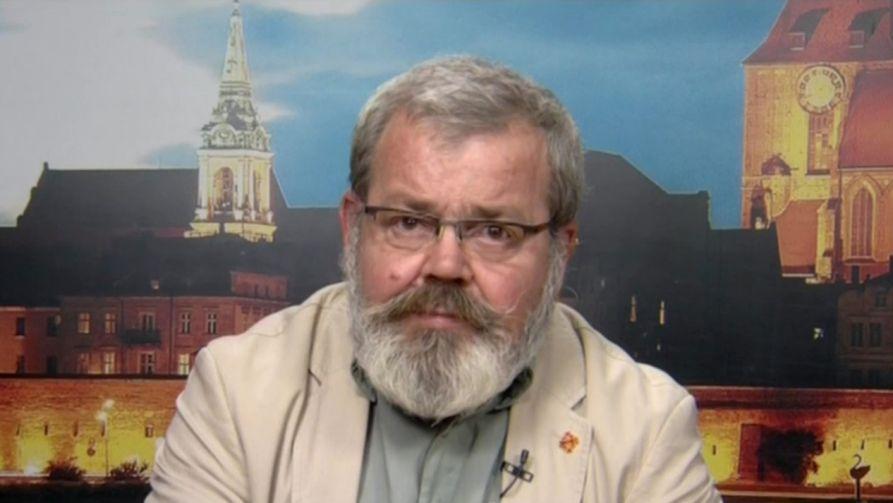 """Zawieszony przez władze UMK pedagog powiedział, że """"bardziej ceni sobie własne sumienie niż pracę"""" (fot. TVP Info)"""