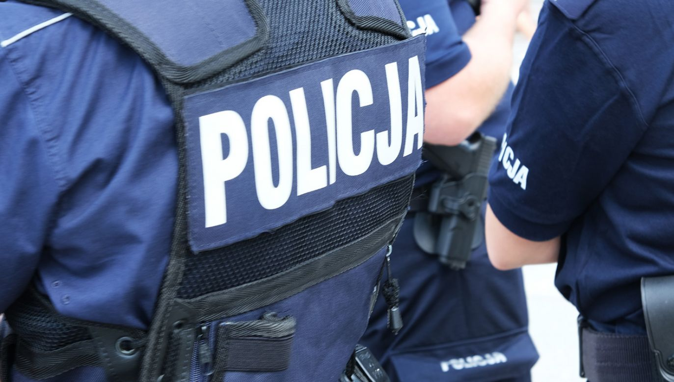 Policjanci pomogli seniorowi (fot. Shutterstock)