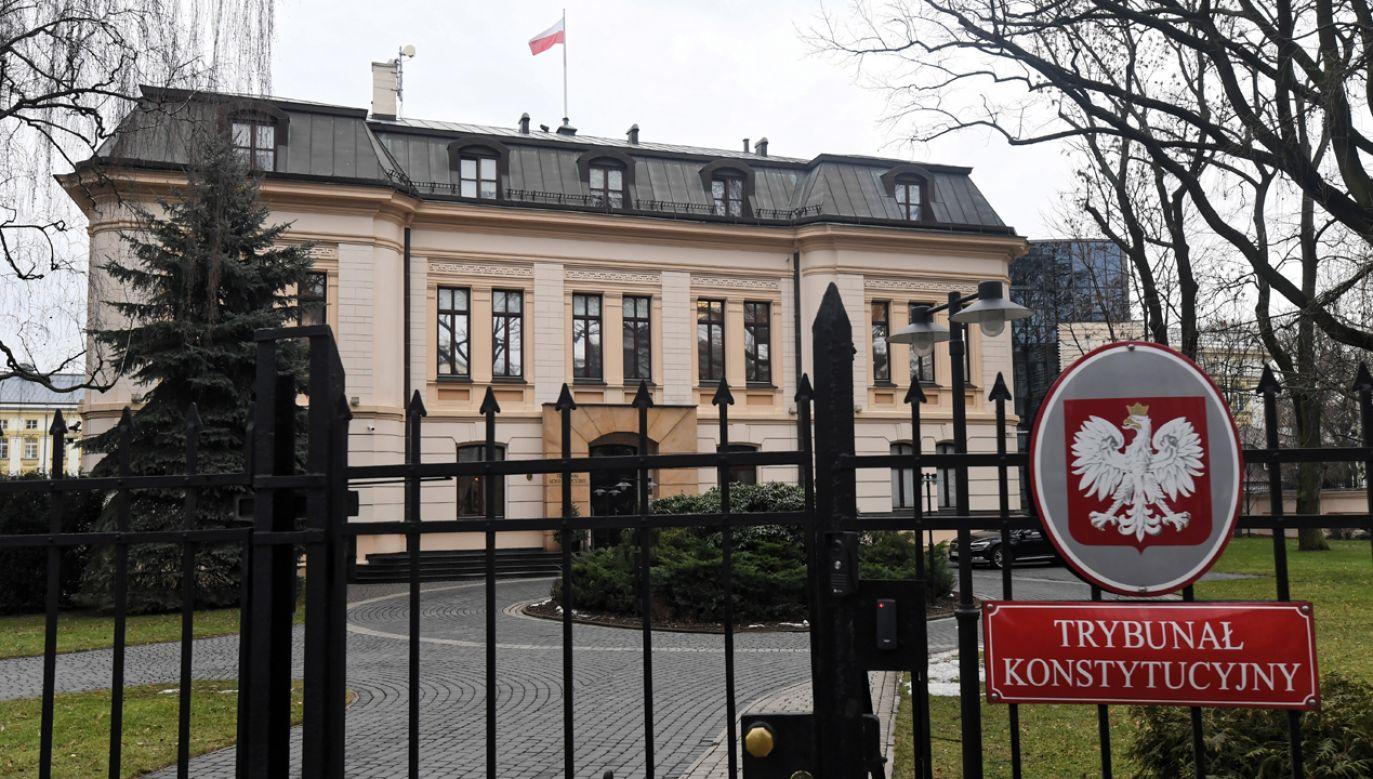 Poseł PiS Arkadiusz Mularczyk wyjaśnił, że zapytanie do TK dotyczy spraw o odszkodowania z tytułu m. in. zbrodni wojennych(fot. arch. PAP / Bartłomiej Zborowski)