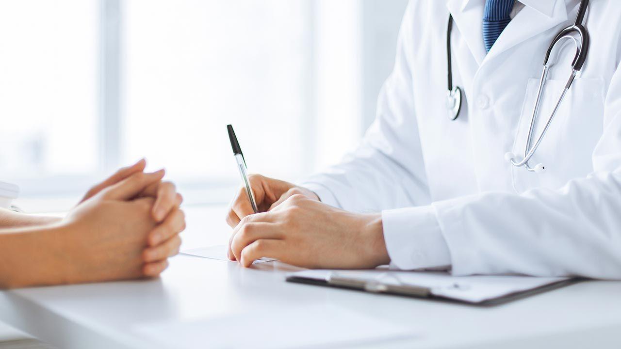 Ministerstwo Zdrowia zapowiada kompleksową opiekę nad pacjentami z nowotworem jelita grubego (fot. Shutterstock/Syda Productions)