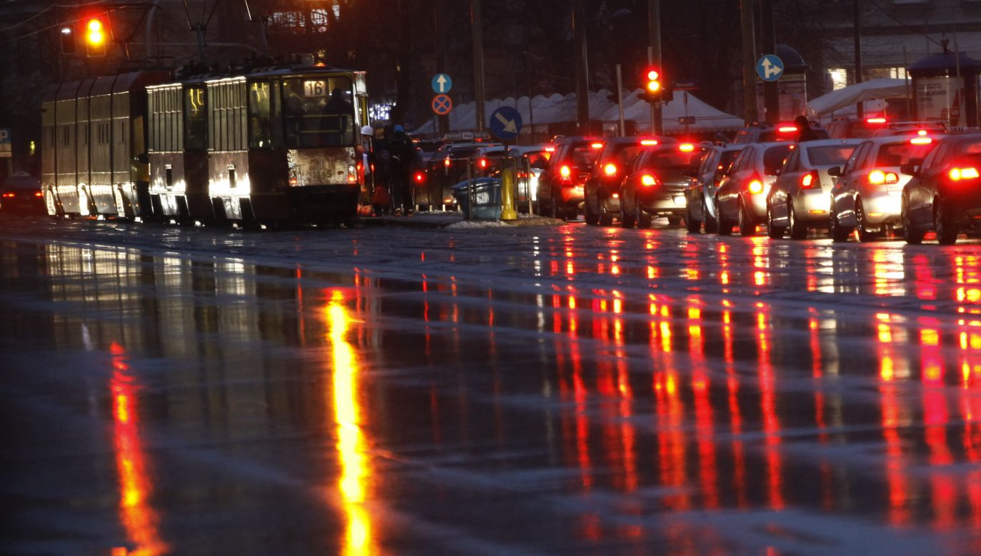 Zapadł się fragment ulicy (fot. Reuters/Kacper Pempel)