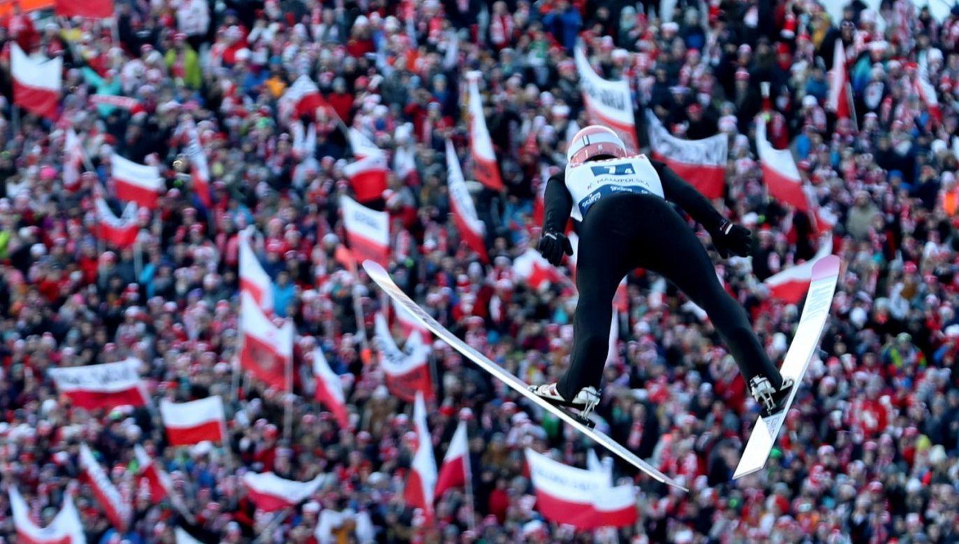 Dalekie skoki Dawida Kubackiego nie zapewniły Polakom miejsca na podium (fot. PAP/Grzegorz Momot)