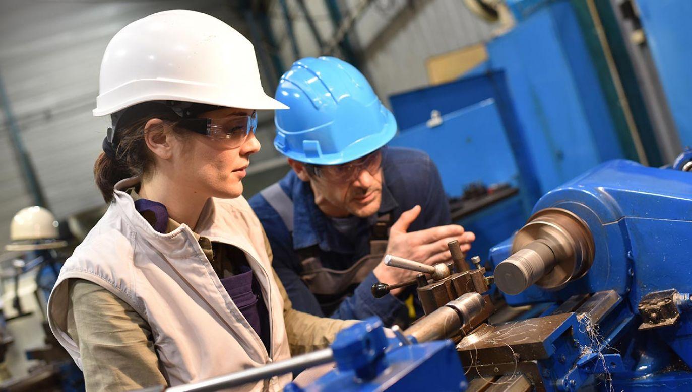 Takie same dane podało Ministerstwo Rozwoju, Pracy i Technologii (fot. Shutterstock/goodluz)