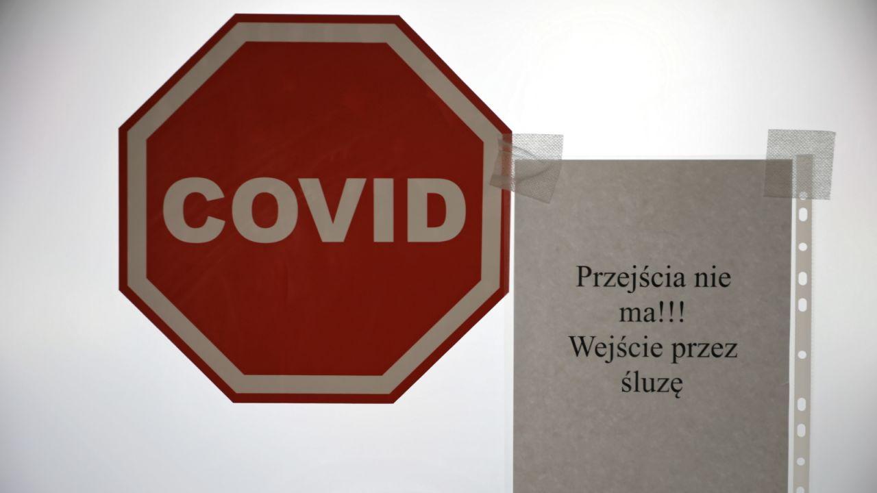 Mężczyzna podjął próbę ucieczki w momencie, gdy oczekiwał na wynik badania (fot. PAP/Leszek Szymański)