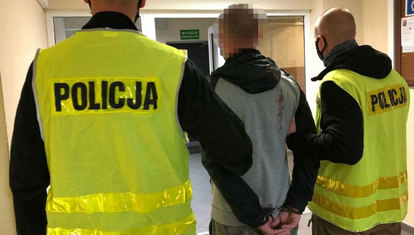 Atak na przechodnia i funkcjonariuszy (fot. Policja)