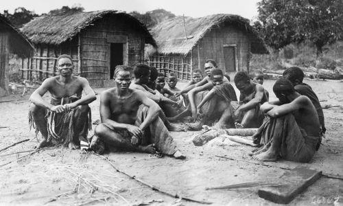 Wieśniacy kongijscy na wybrzezu Jeziora Leopolda II ok. roku 1900 (obecnie Jezioro Mai-Ndombe). Fot. Getty Images Bettmann