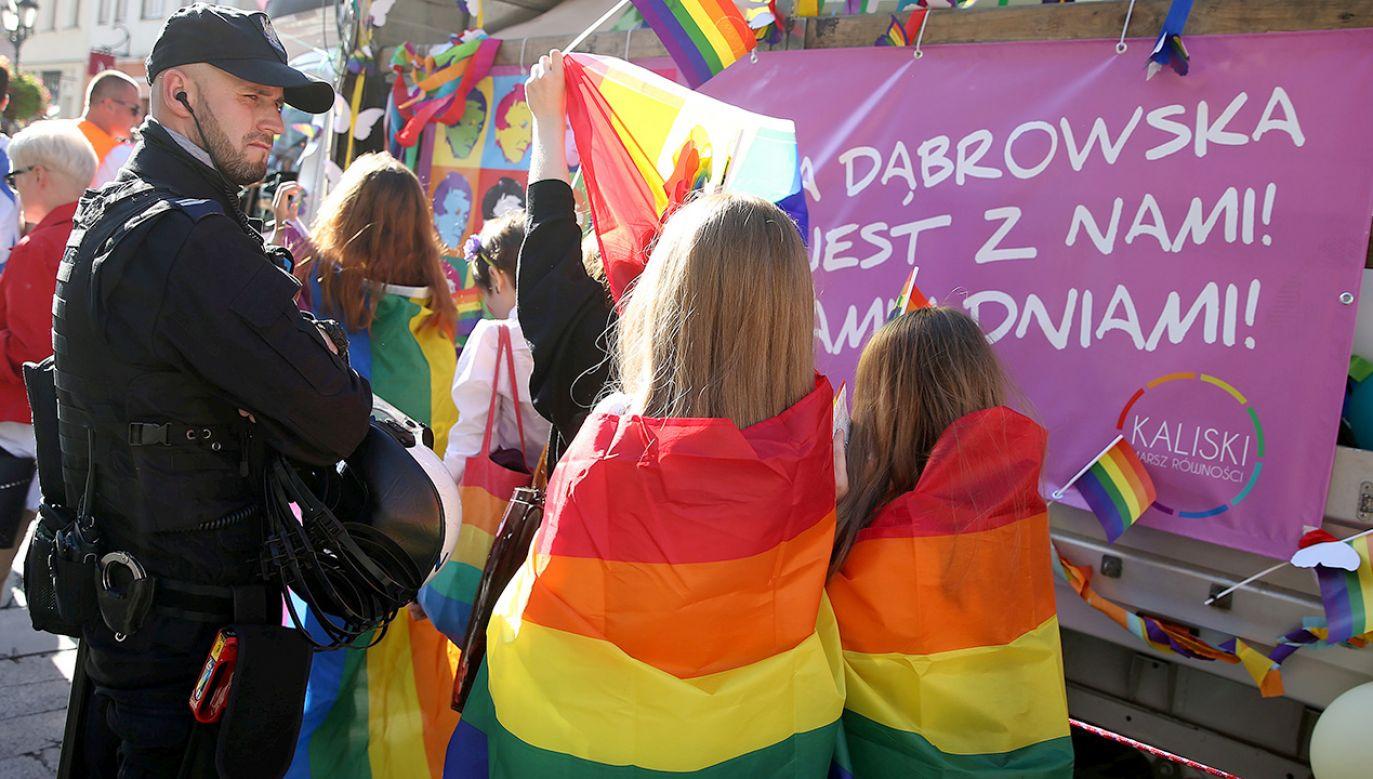 Zwolennicy LGBT i gender często wykorzystują młodzież do promowania swojej agendy (fot. REUTERS/Stoyan Nenov)