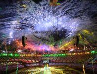 Efektowny pokaz sztucznych ogni rozświetlił stadion tuż po zgaszeniu ognia olimpijskiego (fot. PAP/EPA)