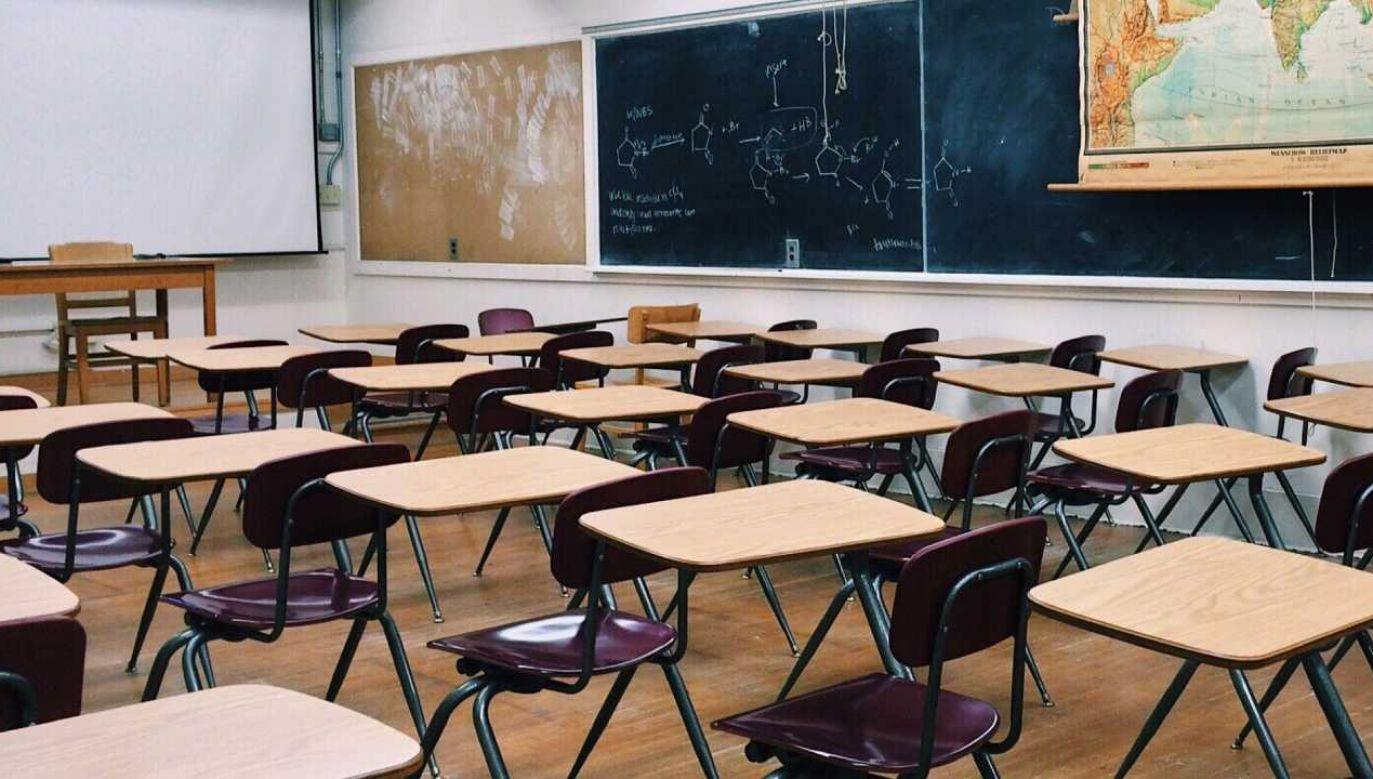 75 szkół zostało już zamkniętych – wynika z przedstawionych danych (fot. Shutterstock)