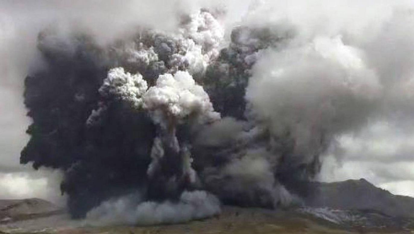 Z wulkanu wydobywa się lawa (fot. PAP/EPA/JAPAN METEOROGICAL AGENCY HANDOU)