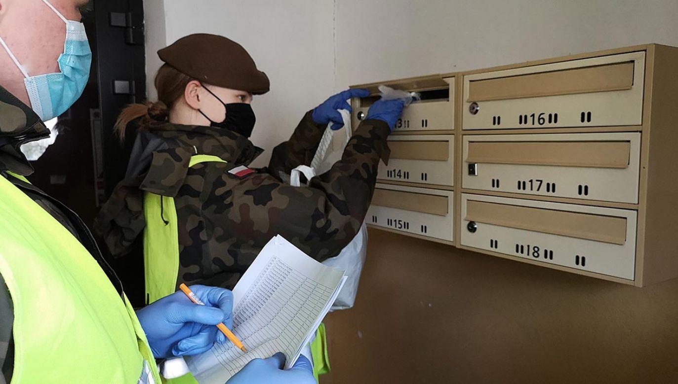 Przekazano już ponad 11,5 tys. maseczek wielorazowego użytku (fot. WOT)