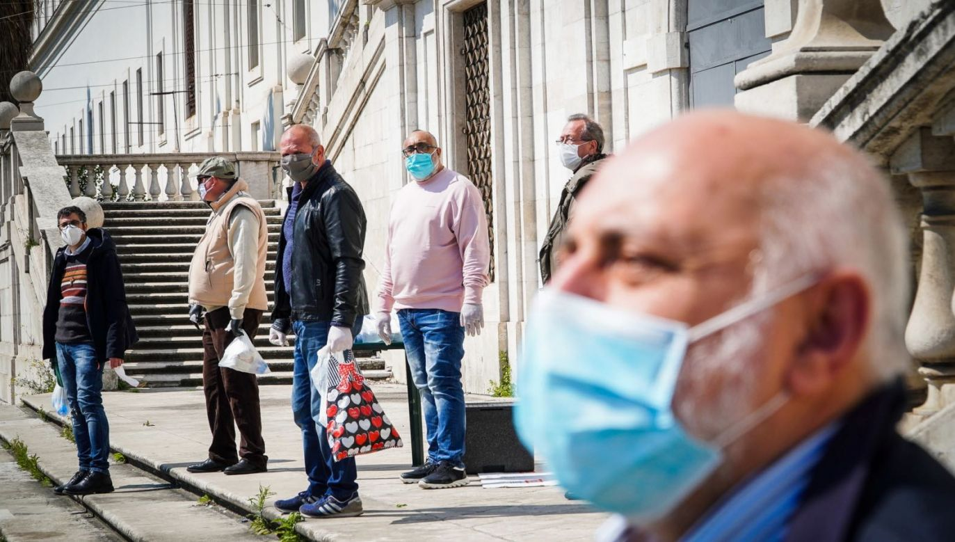 14,6 tys. osób zmarło we Włoszech z powodu koronawirusa (fot. PAP/EPA/CESARE ABBATE)