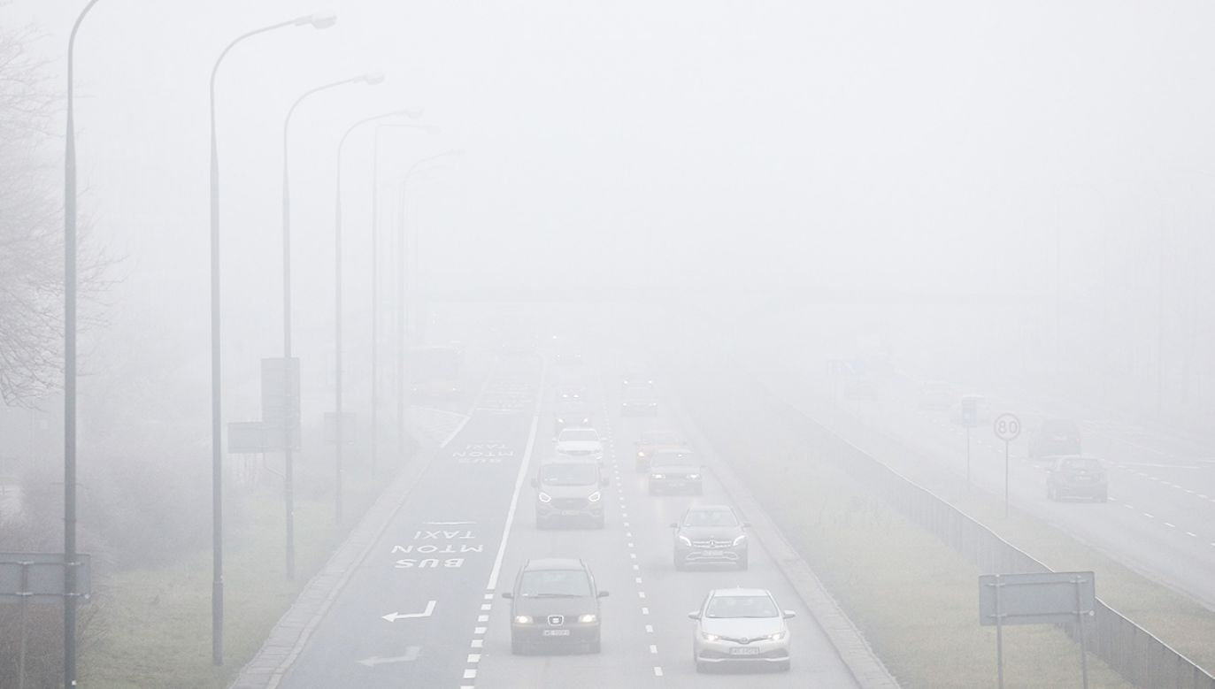 Kierowcy powinni zachować na drogach szczególną ostrożność (fot. PAP/Paweł Supernak)