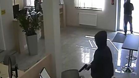 Za napad na bank Ignasowi S. grozi do 12 lat więzienia (fot. KWP Olsztyn)